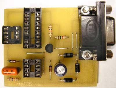 В данной статье приведена схема простого программатора для микроконтроллера PIC.Смотрим.