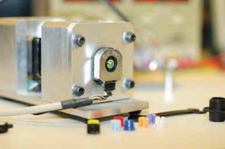 Энкодеры с выходными коммутирующими сигналами определяют скорость вращения, направление и ускорение вала двигателя